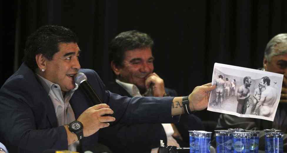 Maradona ridiculiza a su enemigo Pelé