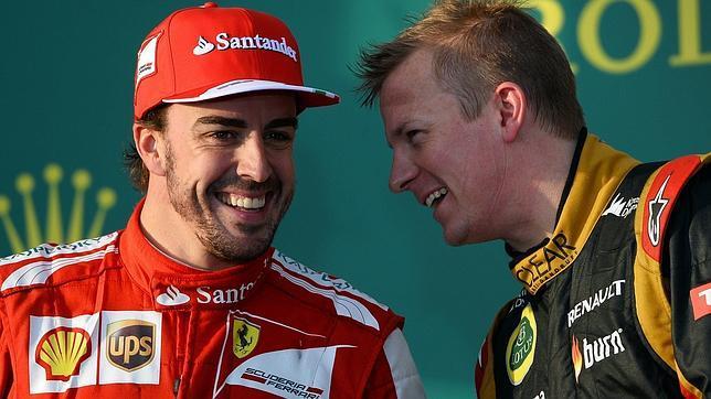 Kimi Raikonnen bromeando Fernando Alonso