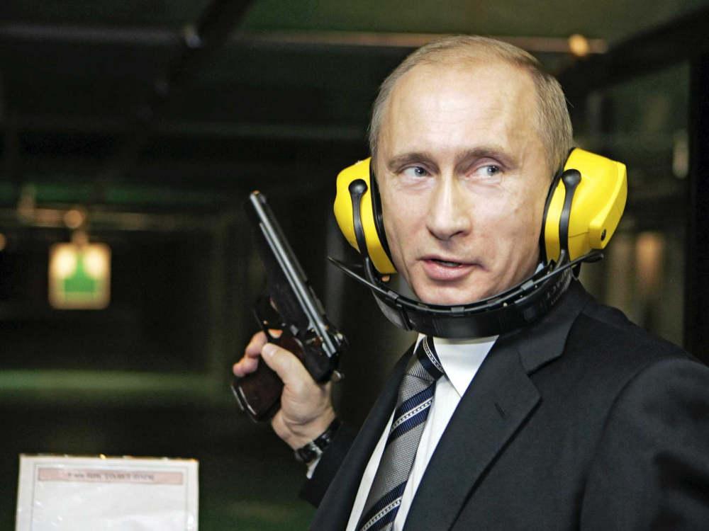 Putin disparando