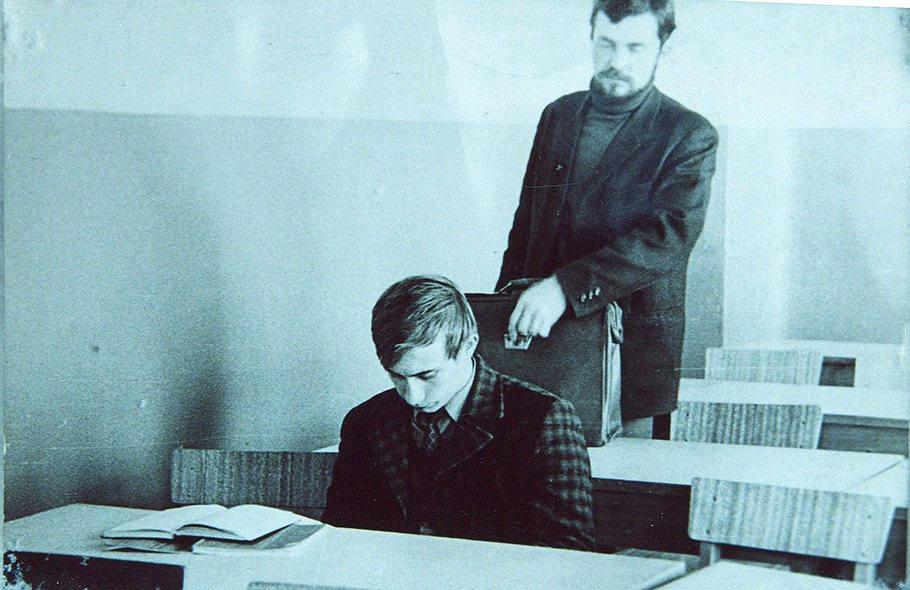 Putin estudiando