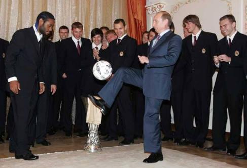 Putin dando toques al balón