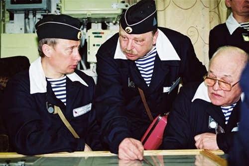 Putin dirigiendo la marina
