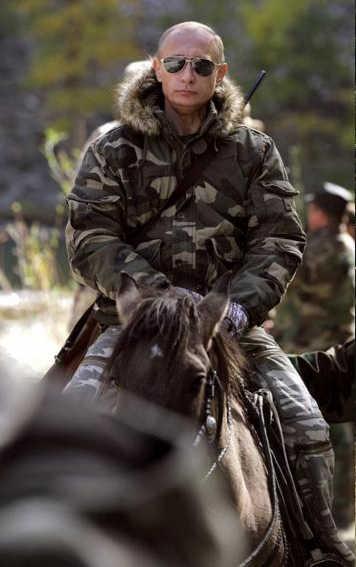 Putin militar a caballo