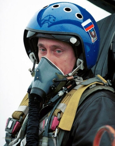 Putin pilotando caza combate