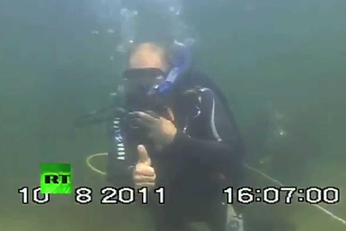 Putin buceando