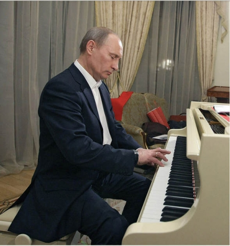 Putin tocando el piano