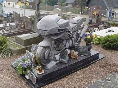Cementerio ruso moto