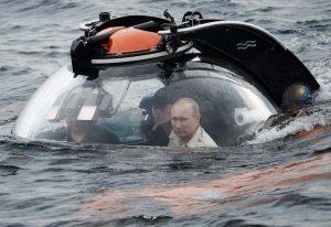 Putin pilotando un submarino